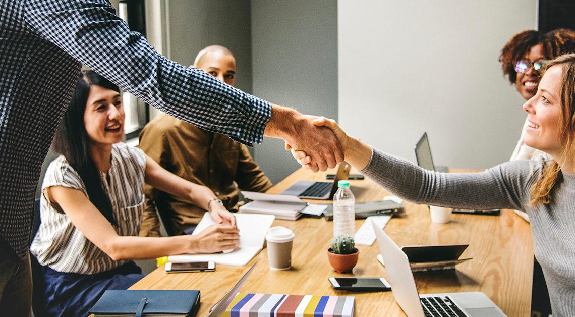 Construye relaciones mientras trabajas; hablemos de coworking